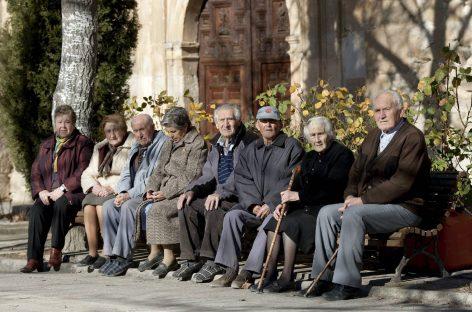 La pensión media en España ya supera los 900 euros al mes