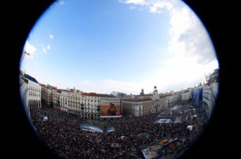 Centenares de ciudades en todo celebran el 15M