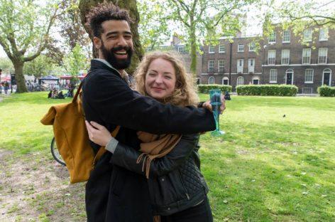 Una bomba de amor lanzada a Reino Unido desde la Unión Europea
