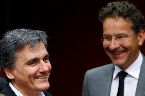 Ministros de la Eurozona trabajan para aliviar la deuda de Grecia