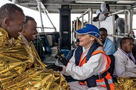 Moas: la ONG familiar que rescata a inmigrantes con su barco