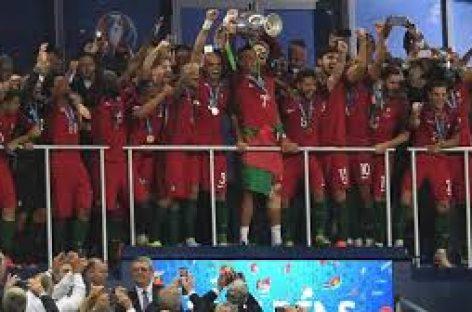 Portugal recibe con honores a su selección de fútbol como nueva campeona europea