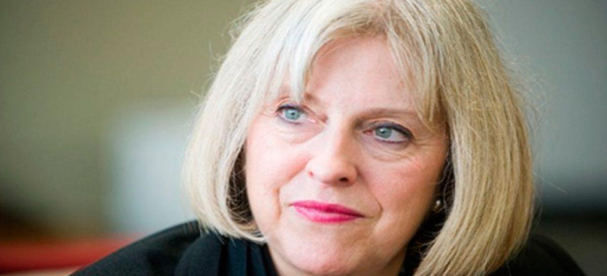 Theresa May, la primera ministra llamada a reconducir el Reino Unido