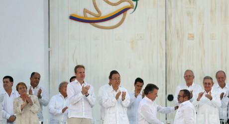 Colombia cierra el final de 52 años de guerra