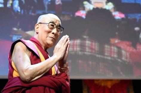 """Dalai Lama: """"Ustedes, europeos, deben dar a los refugiados educación, especialmente a los niños"""