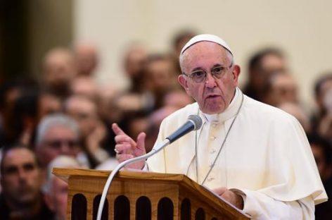 """El Papa Francisco ha invitado a «dar la bienvenida a los refugiados en vuestras casas y comunidades"""""""