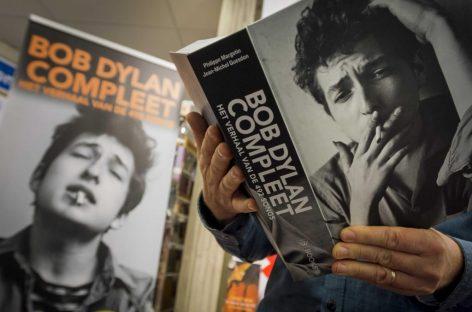 Bob Dylan acepta el Nobel de Literatura