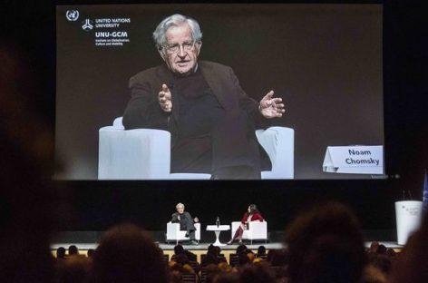 """Noam Chomsky: """"La crisis de los refugiados es la crisis moral de Occidente"""""""