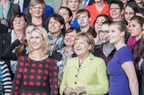 Alemania impulsa una ley para que las mujeres cobren igual que los hombres