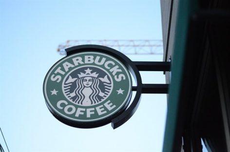 Starbucks anuncia la contratación de 10.000 refugiados