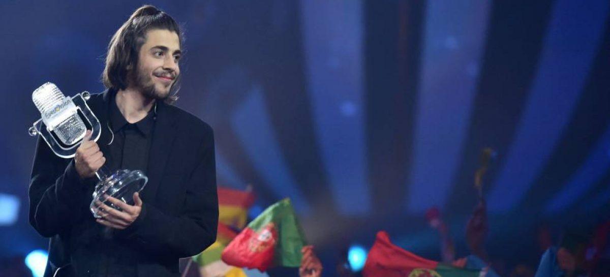 Portugal gana Eurovisión con 'Amar pelo dois' a golpe de modestia