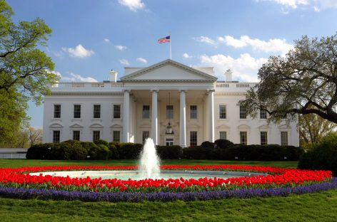 Steve Bannon, asesor polémico de Trump deja la Casa Blanca