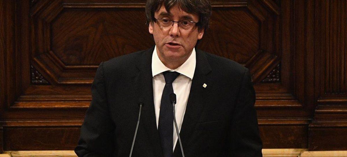 Catalunya, el presidente de la Generalitat suspende los efectos de la independencia para contribuir al diálogo