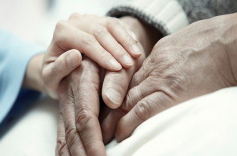 El Congreso de España abre la puerta a la regularización de la eutanasia