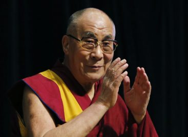 El Dalai Lama lleva la felicidad al plan de estudios de las aulas