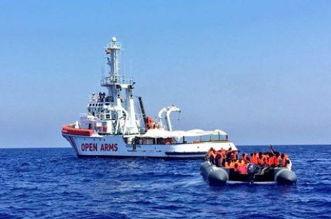 España autoriza al 'Open Arms' a desembarcar en Barcelona