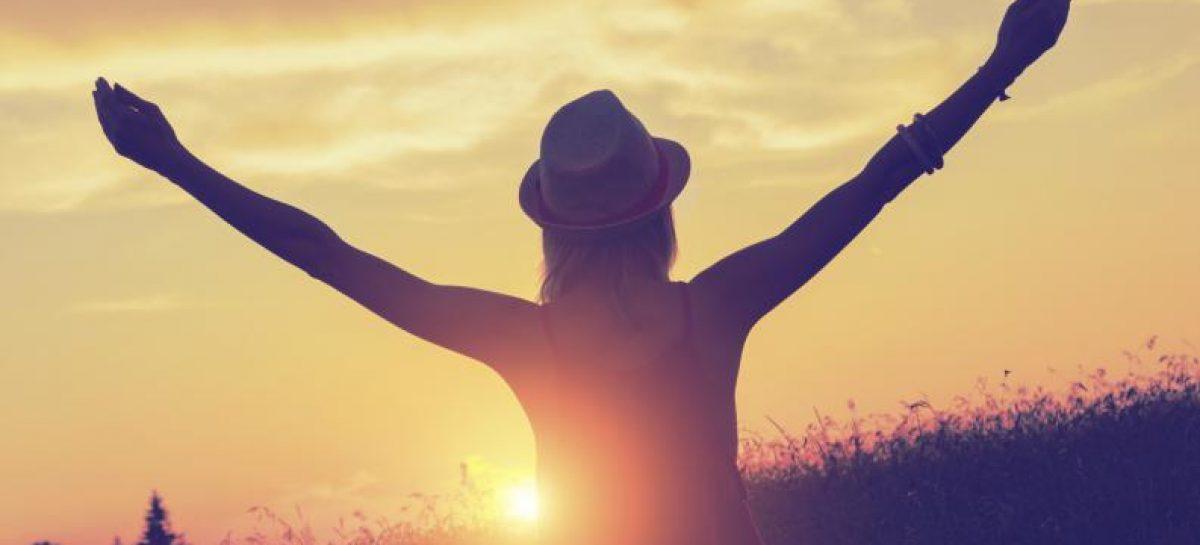 """La """"felicidad sintética"""", la manera de ser feliz con lo que tienes"""