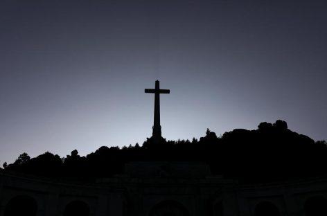 El congreso español aprueba exhumar a Franco del Valle de los Caídos