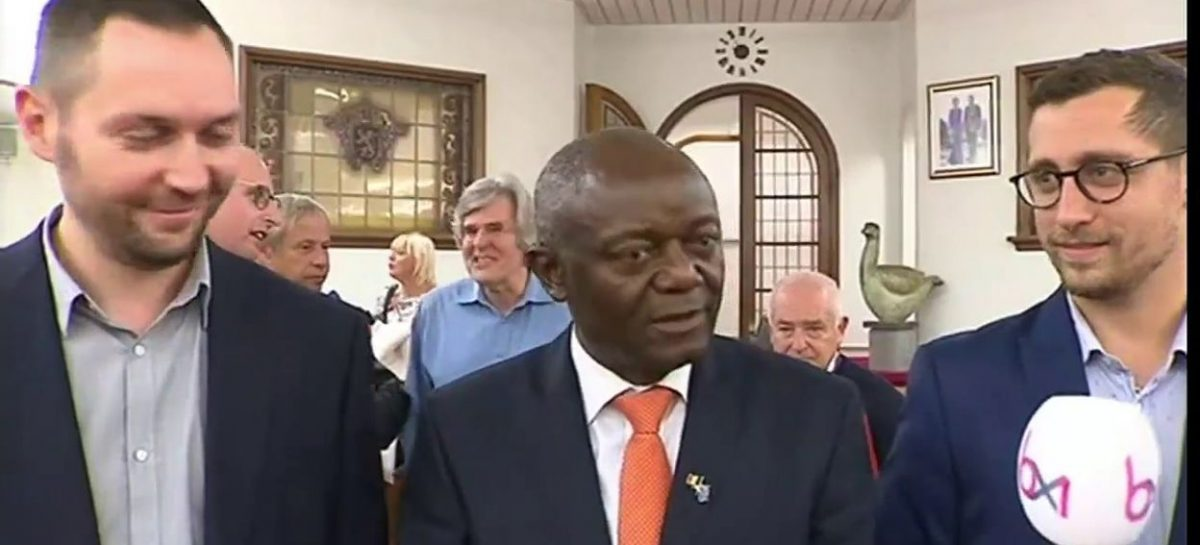 Pierre Kompany es electo el primer alcalde negro de la historia de Bélgica