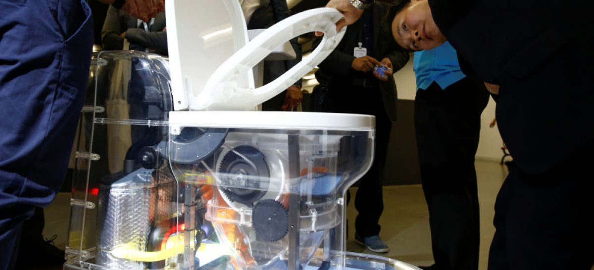 Bill Gates presenta un inodoro que puede salvar a 500.000 niños por falta de higiene