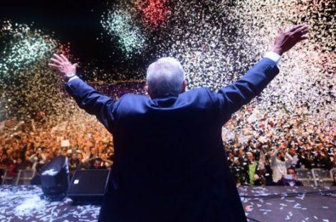 López Obrador asume como el primer presidente de izquierda de México