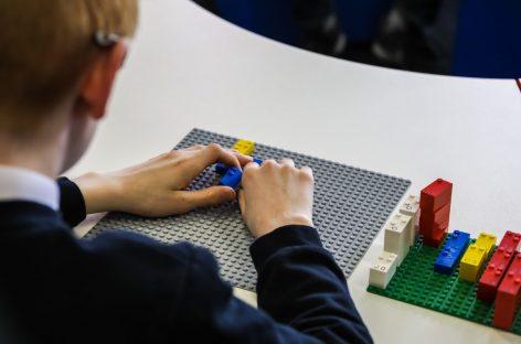 LEGO ayuda a los niños a aprender braille a través del juego