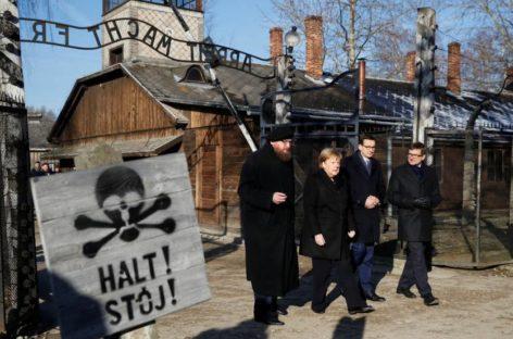 Merkel visita Auschwitz