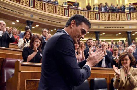 El candidato socialista español formará con Unidas Podemos el primer Gobierno de coalición del actual periodo democrático