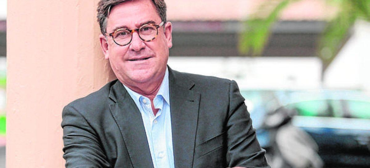 Nuestro salida es recurrir a las personas inteligentes. Juan Torres López